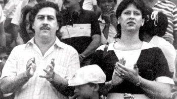 En esta foto de archivo sin fecha, el difunto Pablo Escobar, exjefe del cartel de la droga de Medellín, su esposa María Henao y su hijo Juan Pablo, asisten a un partido de fútbol en Bogotá, Colombia. Casa Magna, propiedad que tuvo el capo en México, ahora funge como hotel.