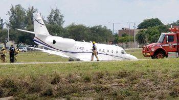 El avión comercial Gulfstream G100, también conocido comoIAI Astra SPX, se salió del final de la Pista 27 en el aeropuerto mientras intentaba despegar.