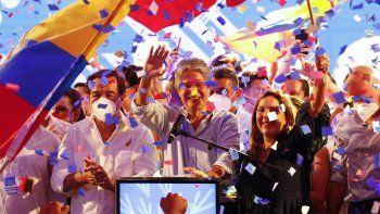 Guillermo Lasso, candidato presidencial del movimiento CREO, celebra tras una segunda vuelta de las elecciones presidenciales en la sede de su campaña en Guayaquil, Ecuador, el domingo 11 de abril de 2021.