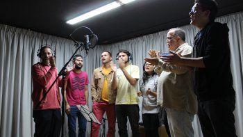 Edwin Arellano, Jorge Torres, José Delgado, Fernando Rodríguez, Alicia Zapata, Aquiles Báez y José Francisco Sánchez durante la grabación del proyecto Venezuela. El pueblo, el canto, el trabajo.