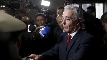 El senador y expresidente colombiano Álvaro Uribe llega a la Corte Suprema de Justicia para testificar en un caso de presunta manipulación de testigos, el martes 8 de octubre de 2019 en Bogotá.