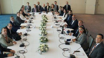 Captura de pantalla del Twitter del delegado de Noruega de la Mesa de negociación donde están los miembros de la Plataforma Unitaria y representantes del chavismo en México.