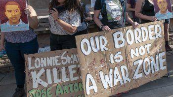 Imagen de una protesta en abril de 2018 cuando el agente de la Patrulla FronterizaLonnieSwartz fue declarado no culpable por la muerte del jovenmexicano José Antonio Elena Rodríguez.