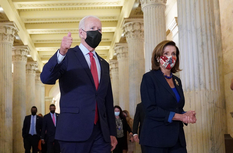 El presidente Joe Biden y la líder de la mayoría demócrata en la Cámara de Representantes, Nancy Pelosi.