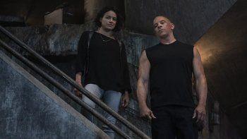 Michelle Rodríguez y Vin Diesel en una escena de F9: The Fast Saga, la novena entrega de la saga de acción que ha recaudado en su primer fin de semana de estreno 70 millones de dólares en los cines de Estados Unidos y Canadá.