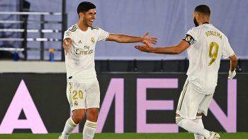 El francés Karim Benzema abrió el marcador de penal (11) y Marco Asensio hizo el 2-0 (50), para dar tres puntos que mantienen al Real Madrid líder del campeonato español, con cuatro puntos de ventaja sobre el Barcelona, su más inmediato perseguidor