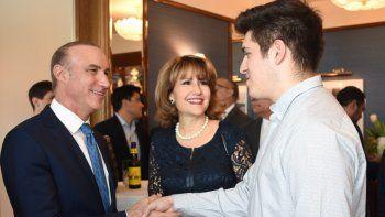El cónsul de México en Miami, Jonathan Chait Auerbach, y la presidenta ejecutiva de la Cámara de Comercio Hispana del Sur de la Florida, Liliam M. López.