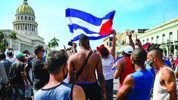 Cubanos de diferentes ciudades de EEUU viajaron a Washington D.C. y se concentraron frente a la Casa Blanca para pedir al presidente Biden que tome acción.