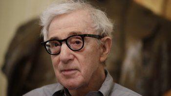 En esta foto del 2 de julio de 2019, el director Woody Allen asiste a una conferencia de prensa en La Scala de Milán. Allen estrena en San Sebastián su nuevo filme, Rifkins Festival.