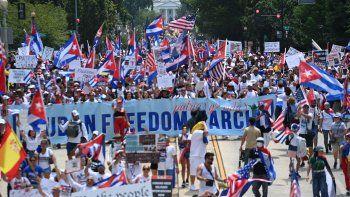 Miles de manifestantes cerca de la Casa Blanca expresan su respaldo a las protestas en Cuba y exigen acciones concretas y efectivas a la administración Biden.