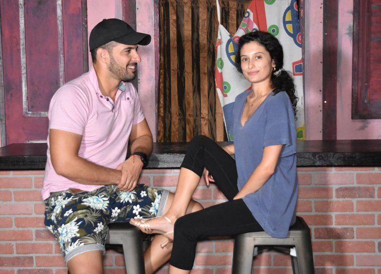 Los actores Sandy Marquetti y Andrea Ferro ensayan una escena del musical Cuba Under The Stars, de Peter Regalado.