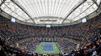En esta foto del 6 de septiembre de 2017, aficionados presencia en el estadio Arthur Ashe el partido entre Karolina Pliskova y CoCo Vandeweghe por los cuartos de final del Abierto de Estados Unidos de tenis en Nueva York.