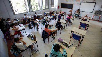 Vista de un aula de la escuela San Biagio de Codogno, Italia, el 14 de septiembre del 2020. La localidad que registró el primer contagio local del coronavirus de Occidente en febrero reabrió sus escuelas a mediados de septiembre, en medio de amplias medidas de seguridad, incluido abundante espacio entre los escritorios.