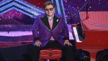 En esta foto del 9 de febrero de 2020, Elton John tras interpretar su canción nominada al Oscar (Im Gonna) Love Me Again durante la ceremonia de los Premios de la Academia en Los Angeles.