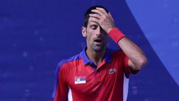 Novak Djokovic reacciona durante el partido por el bronce en el tenis masculino frente a Pablo Carreño Busta, en los Juegos de Tokio, el 31 de julio de 2021, en Tokio, Japón.
