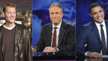 En esta combinación de fotos, de izquierda a derecha: Craig Kilborn, exconductor de The Daily Show, asiste al estreno de Old School en Los Angeles el 13 de febrero de 2003; Jon Stewart durante una grabación de The Daily Show with Jon Stewart en Nueva York el 30 de noviembre de 2011; y Trevor Noah durante una grabación de The Daily Show with Trevor Noah en Nueva York el 29 de septiembre de 2015.