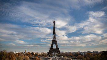 Esta foto de archivo tomada el 14 de noviembre de 2020 muestra la Torre Eiffel en París. Cerrada durante el segundo bloqueo, como parte de las medidas contra la epidemia de Covid-19, la Torre Eiffel anunció en su cuenta oficial de Twitter el 1 de diciembre de 2020 su reapertura a partir del 16 de diciembre.