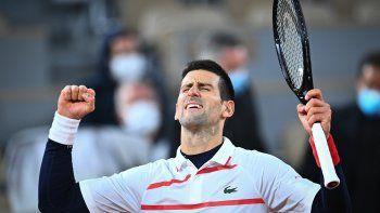 El serbio NovakDjokovic,número1 del mundo, celebra el miércoles 7 de octubre de 2020 tras vencer 4-6, 6-2, 6-3, 6-4 al español Pablo Carreño y obtener su boleto a semifinal