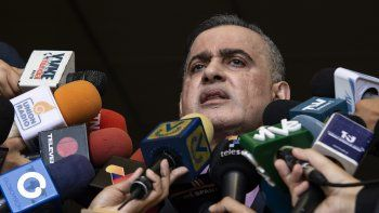 Según la dictadura venezolana, un grupo de terroristas armados atacaron dos cuarteles militares en el municipio Gran Sabana, en Luepa, y sustrajeron 120 fusiles de asalto y nueve lanzacohetes.
