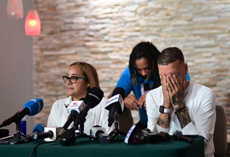 Keila Ortiz y Antonio Rodríguez ofrecen una conferencia de prensa durante el funeral de su hija Keishla