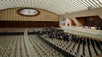 En esta foto de archivo del 28 de octubre de 2020, el papa Francisco habla en la audiencia semanal general en el Aula Pablo VI del Vaticano. Se han suspendido las audiencias con público debido a un rebrote de la pandemia, informó el Vaticano el jueves 29 de octubre de 2020.