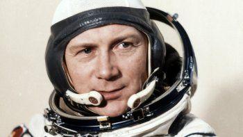 Fotografía del 26 de agosto de 1978 del cosmonauta de Alemania Oriental, Sigmund Jaehn, mientras posa para una fotografía en Baikonur, Rusia, previo a su viaje al espacio.