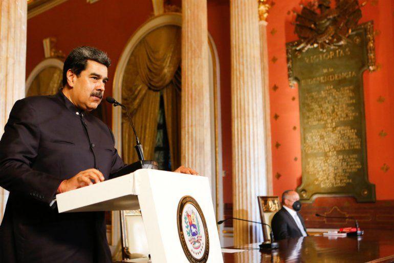 Esta imagen distribuida publicada por la Presidencia venezolana muestra al presidente de Venezuela