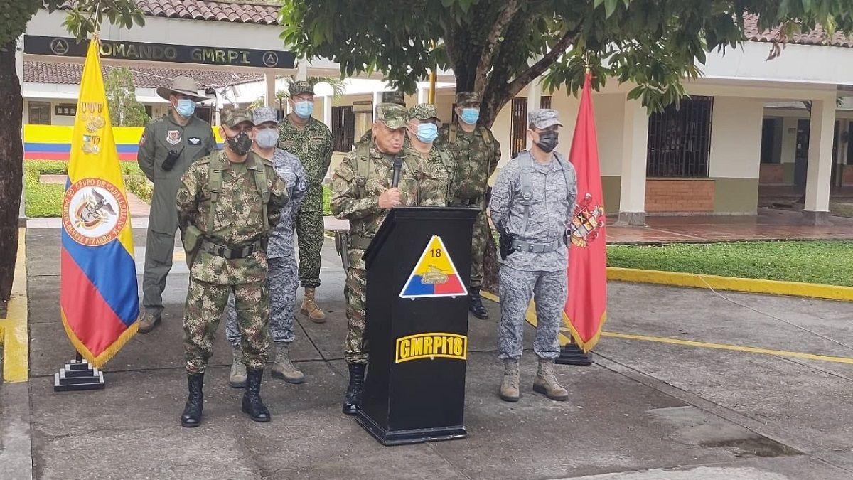 El Ejército colombiano anuncia cuantiosas recompensas por cabecillas del ELN y las disidencias de las FARCCódigo3929357Fecha12/09/2021LugarColombiaTamaño1280 x 720 (0.31MB)Fotos del Tema1Pie de FotoEl comandante general de las Fuerzas Armadas Colombia, el general Luis Fernando Navarro Jiménez  REMITIDA / HANDOUT por FUERZAS MILITARES DE COLOMBIA  Fecha: 12/09/2021.  Fotografía remitida a medios de comunicación exclusivamente para ilustrar la noticia a la que hace referencia la imagen, y citando la procedencia de la imagen en la firmaFirmaFUERZAS MILITARES DE COLOMBIA