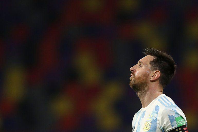 El delantero argentino Lionel Messi gesticula durante el partido contra Chile por las eliminatorias mundialistas