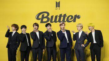En esta fotografía del 21 de mayo de 2021 miembros de la banda sudcoreana de K-pop BTS posan antes de una conferencia de prensa para presentar su sencillo Butter en Seoúl, Corea del Sur.