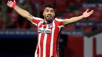 Prácticamente echado del Barcelona, Luis Suárez aterrizó en el Metropolitano en septiembre casi a coste cero, ya que el Atlético sólo pagará seis millones de euros en variables (6,9 millones de dólares) al Barcelona