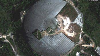 Esta foto de satélite del 23 de febrero del 2021 proveída por Maxar Technologies muestra el desmantelamiento del desplomado radiotelescopio de Arecibo, Puerto Rico.
