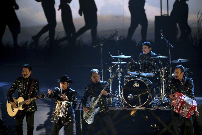 En esta fotografía de archivo Los Tigres del Norte en la 21a entrega de los Latin Grammy Awards