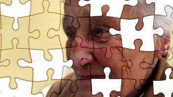 El Alzheimer o la enfermedad del olvido es una destrucción difusa y a veces focal de territorios del cerebro. Zonas que quedan desconectadas y que pierden información, quedando aisladas en grupos de neuronas enfermas.