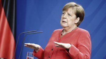 La canciller de Alemania, Angela Merkel, se dirige a los medios durante una conferencia de prensa en Berlín, Alemania, el viernes 19 de junio de 2020, tras una reunión por videoconferencia con miembros del Consejo Europeo.