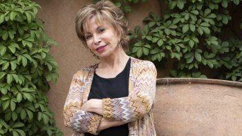 En esta imagen difundida por Random House, Isabel Allende, autora de Largo pétalo de mar, en Napa, California. El texto se ubica entre los libros más vendidos.