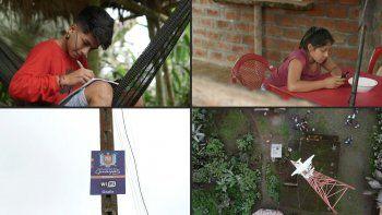 Desde que la pandemia llegó a Ecuador, Renzo Calle caminó hasta tres kilómetros para seguir sus clases en un computador alquilado con internet, un servicio que hasta hace poco más de una semana no llegaba a Río Limón, una comunidad de indígenas shuar.
