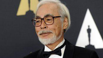 Hayao Miyazaki llega a la 6a entrega de los Premios de los Gobernadores en Los Angeles el 8 de noviembre de 2014. La obra del emblemático animador japonés será expuesta en abril en el Museo de Cine de la Academia.