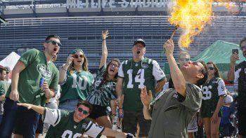 Fanáticos de los Jets de Nueva York afuera del estadio MetLife previo al partido de la NFL contra los Bills de Buffalo, el domingo 8 de septiembre de 2019, en East Rutherford, Nueva Jersey.