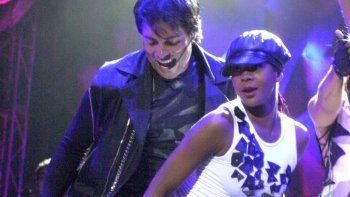 Con Torero, uno de sus más famosos y rítmicos temas, Chayanne arrancó gritos de alegría y bailes emocionados en su público, mayormente femenino.