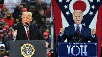 Esta combinación de imágenes muestra al presidente Donald Trump, durante un mitin de campaña en New Hampshire, y al candidato presidencial demócrata Joe Biden, en un evento en Ohio.