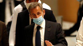 El expresidente francés Nicolas Sarkozy llega a una corte en París el lunes 1 de marzo de 2021. Sarkozy fue declarado culpable de corrupción y sentenciado a un año de prisión.