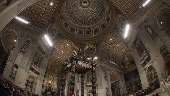 Fiscales del Vaticano han incautado documentos y computadoras de las oficinas administrativas de la Basílica para investigar aparentes irregularidades financieras.