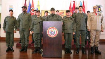 La cúpula militar expresa su irrestricto apoyo y lealtad absoluta a (...) nuestro comandante en jefe, para el período 2019 - 2025, dijo Padrino en la declaración que fue transmitida por el canal estatal VTV.