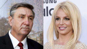 Jamie Spears, padre de la cantante Britney Spears, sale de la Corte Stanley Mosk en Los Angeles el 24 de octubre de 2012 y Britney Spears llega a los Billboard Music Awards en Las Vegas el 17 de mayo de 2015.