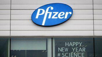 Esta fotografía muestra un letrero con el mensaje Feliz Año Nuevo. La ciencia ganará en una oficina de Pfizer en Puurs, Bélgica, el lunes 21 de diciembre de 2020.