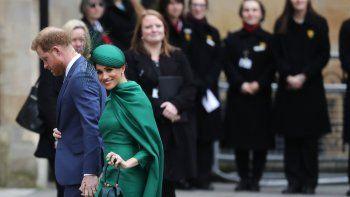 El príncipeHarry y su esposa Meghan, el duque y la duquesa de Sussex, llegan al servicio anual del Commonwealth en la Abadía de Westminster en Londres el lunes nueve de marzo del 2020.
