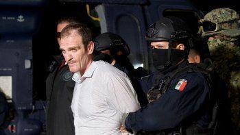 Héctor El Güero Palma, uno de los fundadores del cártel de Sinaloa, es escoltado por federales a una prisión de máxima seguridad en México, el 15 de junio de 2016.