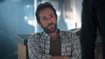Luke Perry, conocido por interpretar a Dylan en la mítica serie Sensación de vivir, falleció a principios del mes de febrero como consecuencia de un derrame cerebral que sufrió previamente.