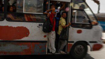 Los venezolanos han visto en los últimos cinco años el descalabro de su sistema de transporte, afectado por el encarecimiento y escasez de repuestos, así como por la falta de inversión por parte del Estado.